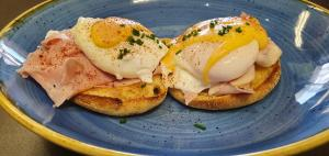 TAFE Buds with Sara Morley: Eggs Benedict