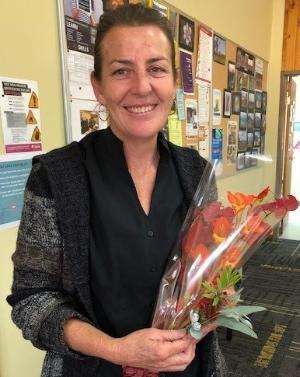 FLORAL ARTBLOSSOMS AS TAFE NSWSTUDENTSARRANGEPRIZE-WINNING DISPLAY