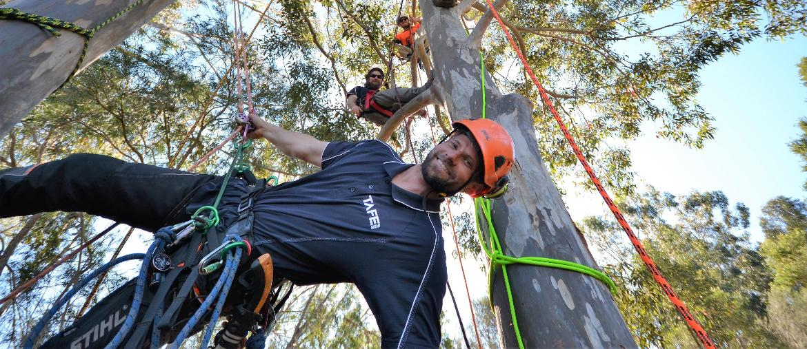 Zac shares his world-class climbing skills with TAFE NSW Yallah students